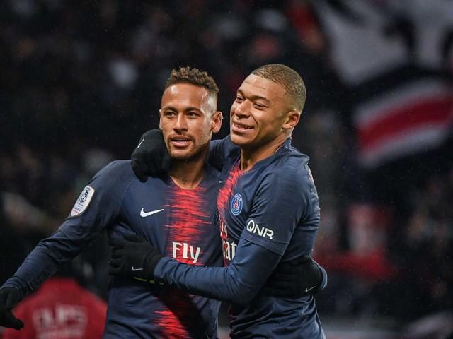 Paris fotbollsstjärnor sörjer Notre-Dame