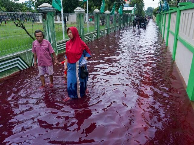 Batikolycka på Java – blodröd översvämning