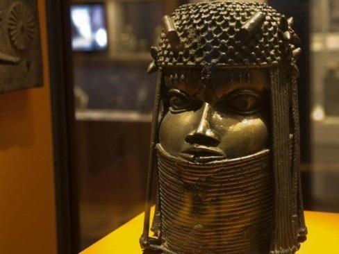 Plundrad bronsskatt återlämnas till Nigeria