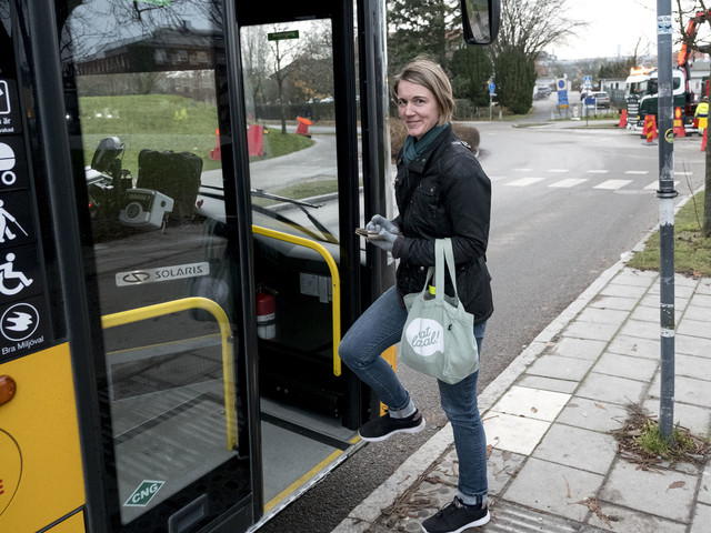 Hennes buss dras in – och månadskortet blir dyrare
