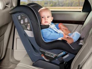 Bakåtvända barnstolar får skulden för att föräldrar glömmer sina barn i bilen