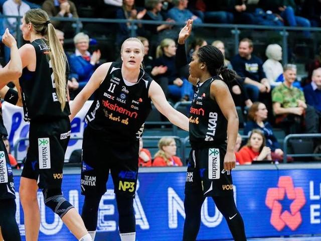 Luleå Basket leder heta rivalmötet i paus