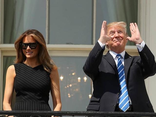 Melania Trump provocerar och väcker undran