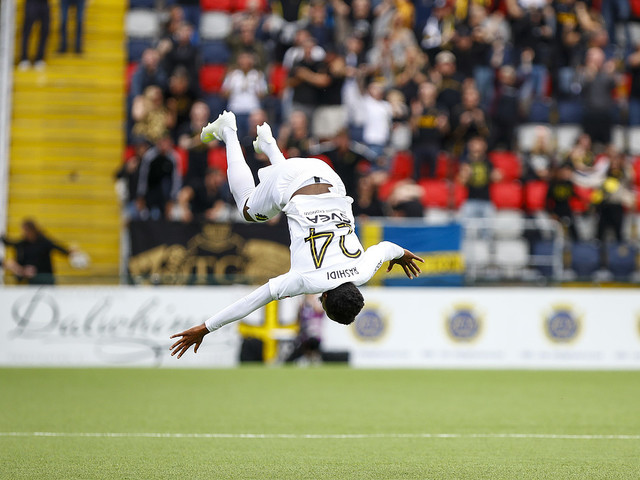 Två sena mål räddade AIK