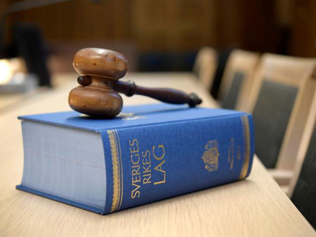 Bedragare lurade sig in hos åldringar – döms till fängelse