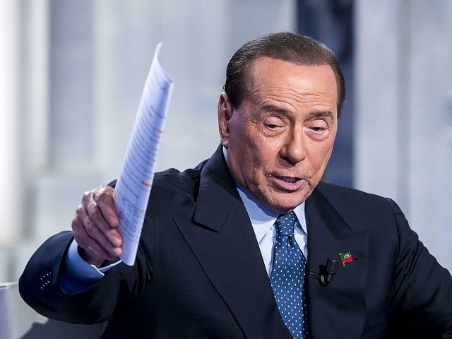 Berlusconi till sjukhus
