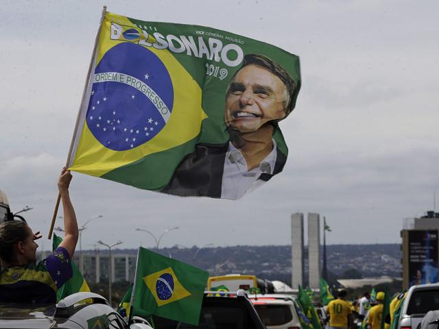 Tusentals i demonstrationer för Bolsonaro