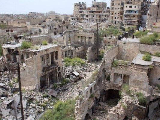 USA inför sanktioner mot företag och länder som vill bygga upp Syrien, där USA bombat och stödjer terrorister.