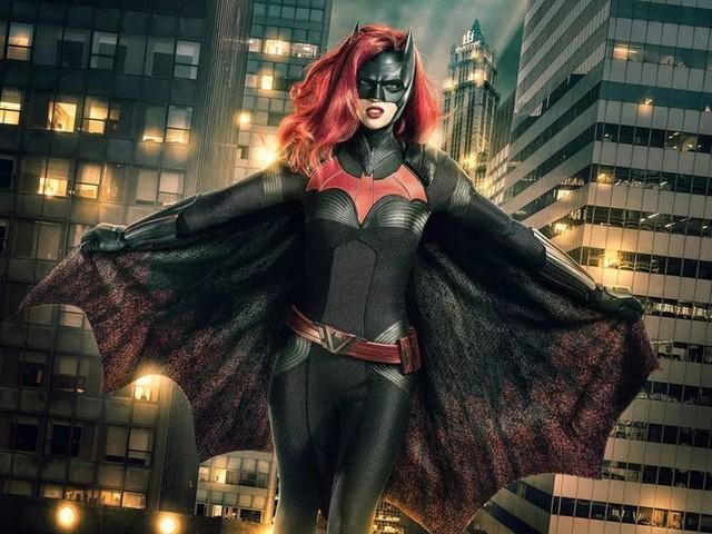 Ruby Rose hoppar av Batwoman