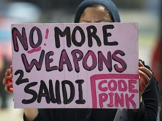 USA stödjer 73 % av världens diktaturer militärt. Sverige också diktaturkramare?