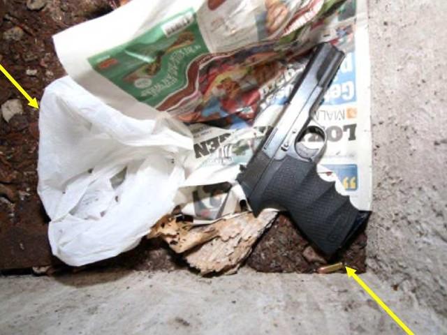 Misstänkta mördare använde hemtjänstnycklar för att gömma vapen