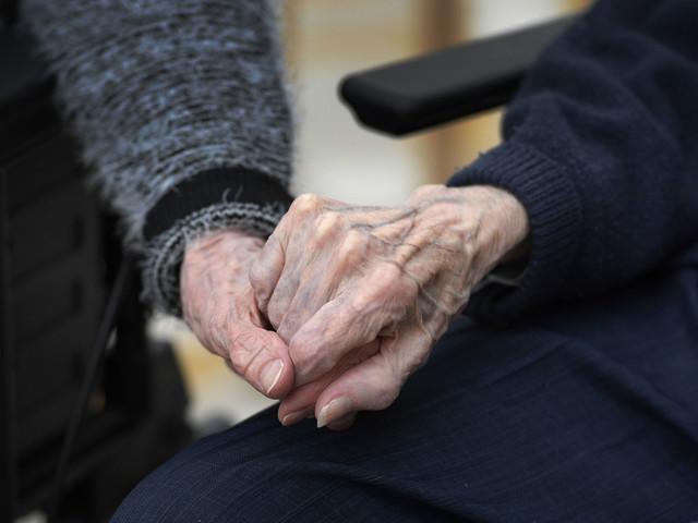 Personal inom äldrevården oroas på jobbet