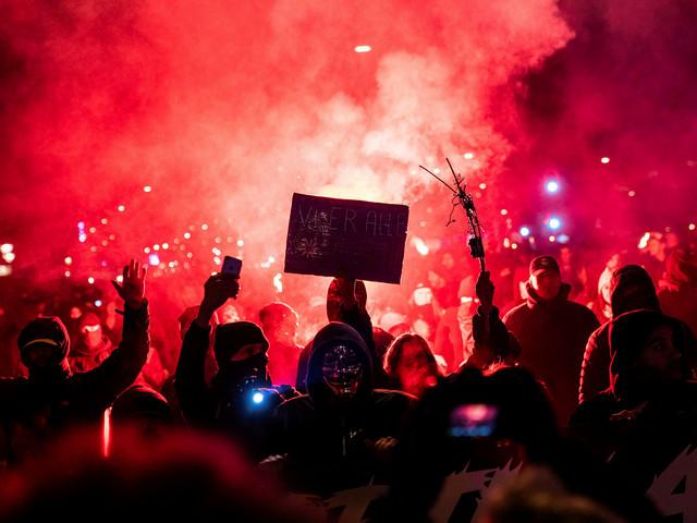 800 demonstranter på Köpenhamns gator i protest mot restriktionerna