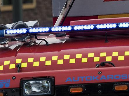 En allvarligt skadad i brand på äldreboende