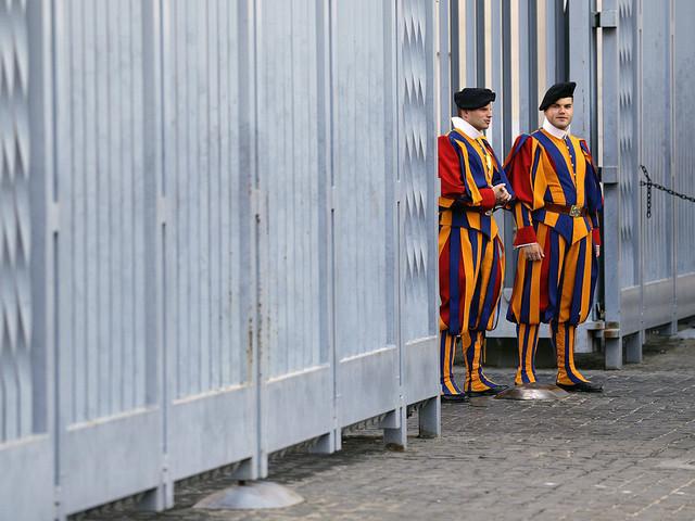 Vatikanen öppnar benhus i jakt på prinsessor