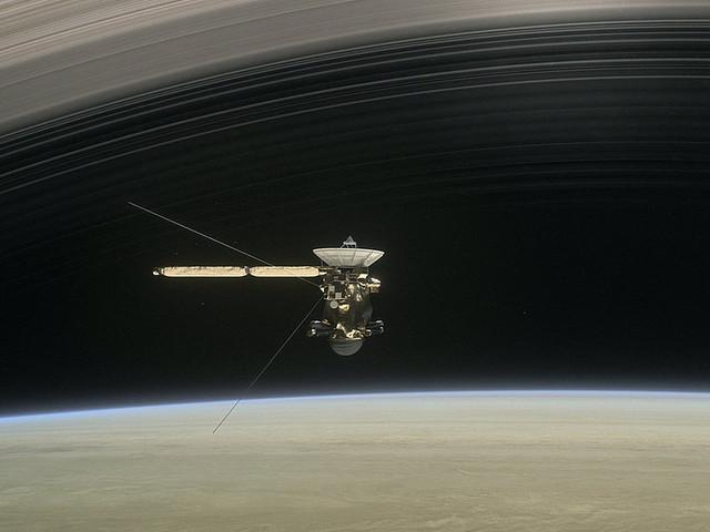 Rymdsonden säger farväl – störtar mot planet