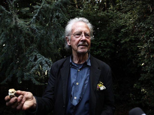 Manifestation mot Peter Handke på Nobeldagen