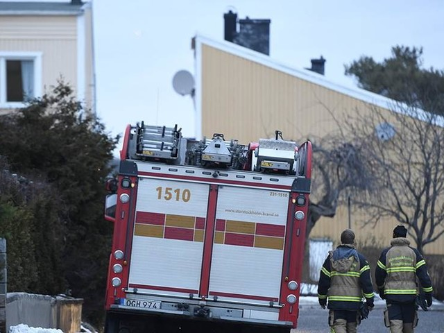 En död efter explosion i radhus