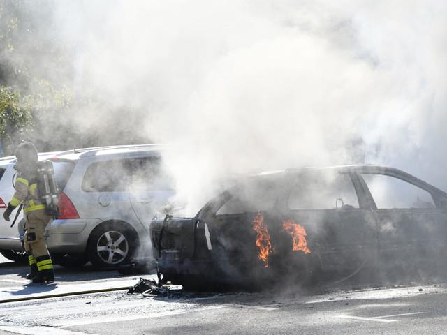 Bilbrand kunde släckas i Stadionområdet