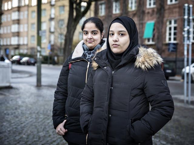 Sali, 16 år, trakasserades av MFF-publik för att hon bär slöja