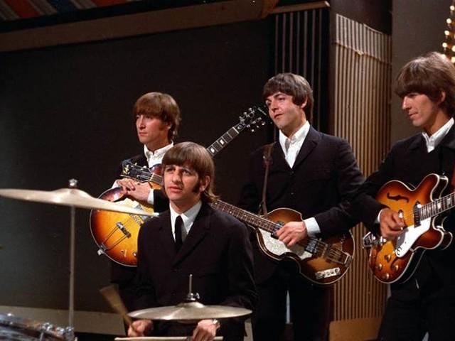 Hon sjunger Beatles i Universitetsaulan