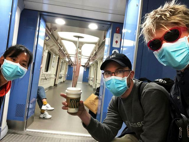 Coronaviruset lamslår Shanghai – helsingborgare flyr till landsbygden i Thailand
