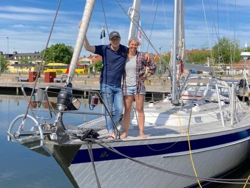 Paret sålde allt för att köpa segelbåt och satsa på drömresan under två års tid