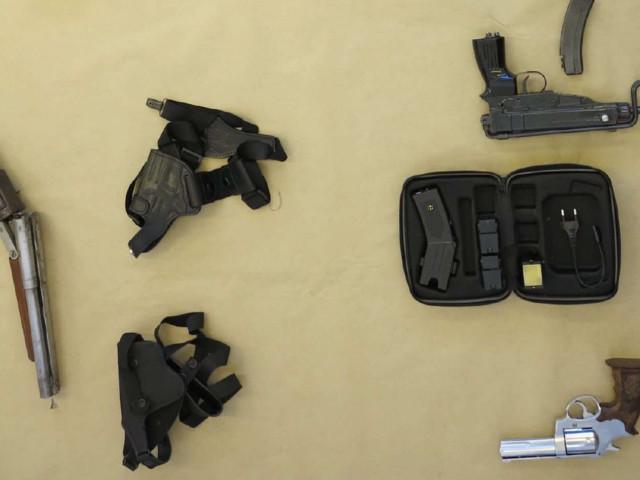 Polisen slog till mot misstänkt penningtvättare – hittade vapenarsenal