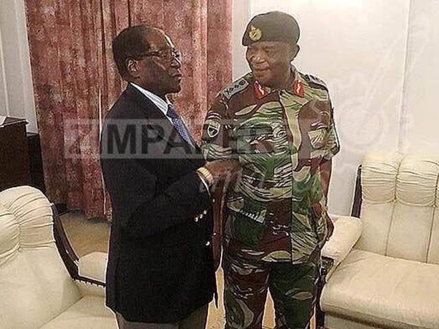 Mugabe i första framträdandet efter kuppen