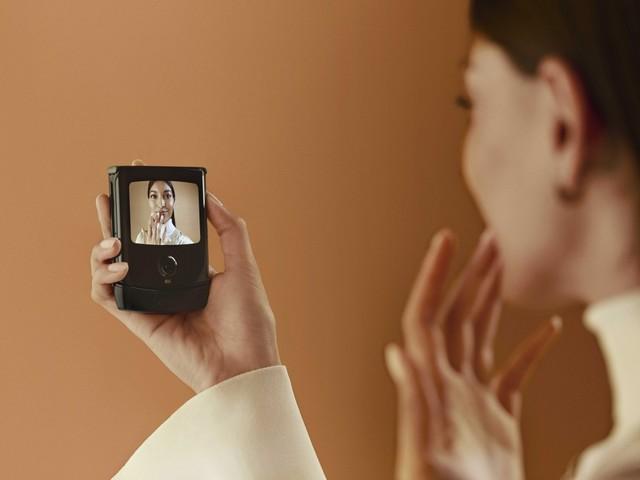 Motorola introducerar nya Moto Razr med vikbar skärm