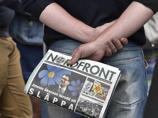 KD-politiker avgår – beställde nazistmaterial
