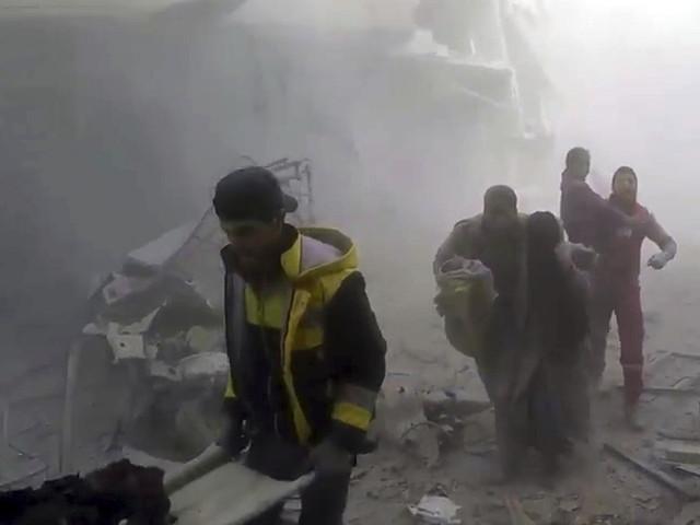 Räddningsarbetare evakuerade från Syrien