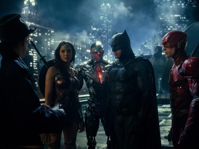 Kika på öppningsscenen i Justice League
