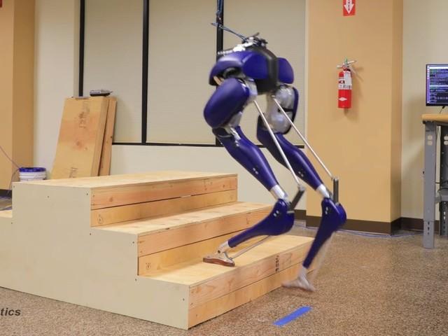 Strutsliknande roboten Cassie kan nu gå i trappor