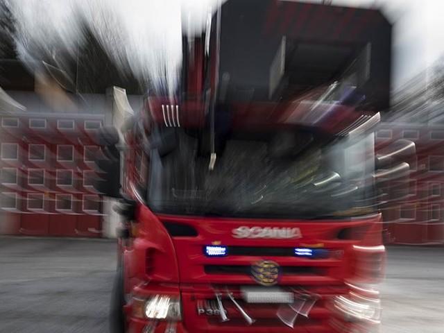 Räddningstjänsten angreps vid brand