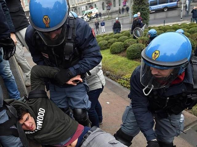 Fascister väcker protester inför Italiens val
