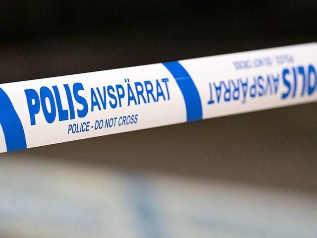 Två anhållna efter dödsfall i lägenhet