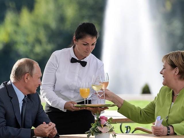 Putin och Merkel ställde klockor
