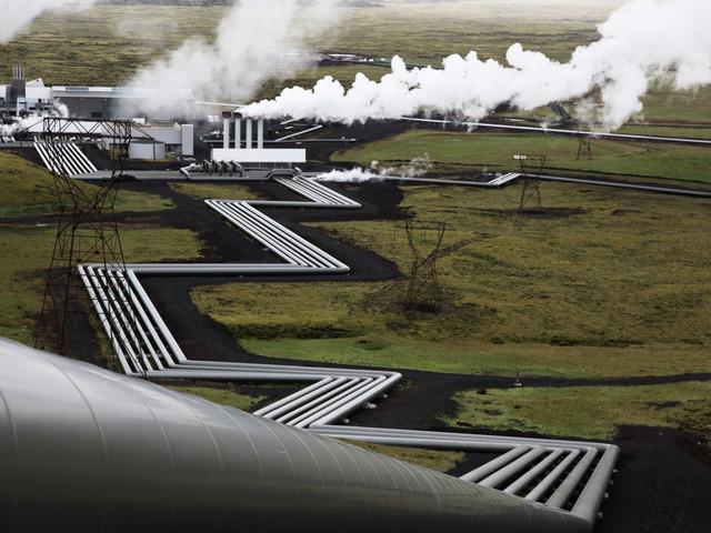 Löfven besöker isländskt kraftverk