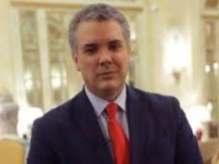 Högerns man vann presidentvalet i Colombia över förre gerillasoldaten.