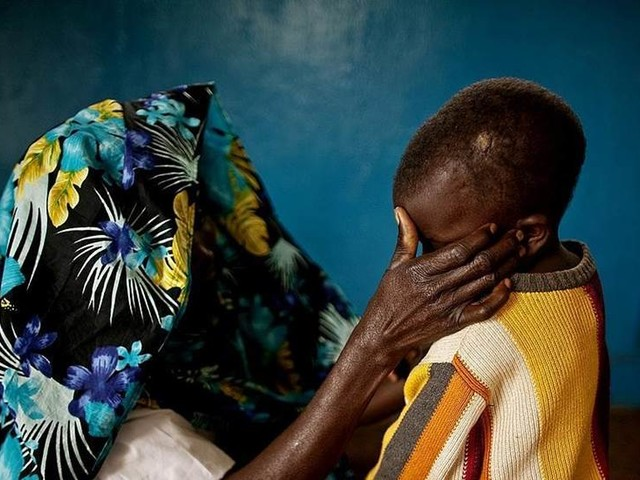 Milismän inför rätta för flickvåldtäkter