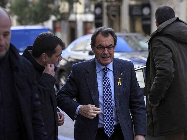 Ex-ledare i Katalonien hotas av utmätning