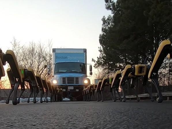Hur många robothundar krävs det för att bogsera en lastbil?