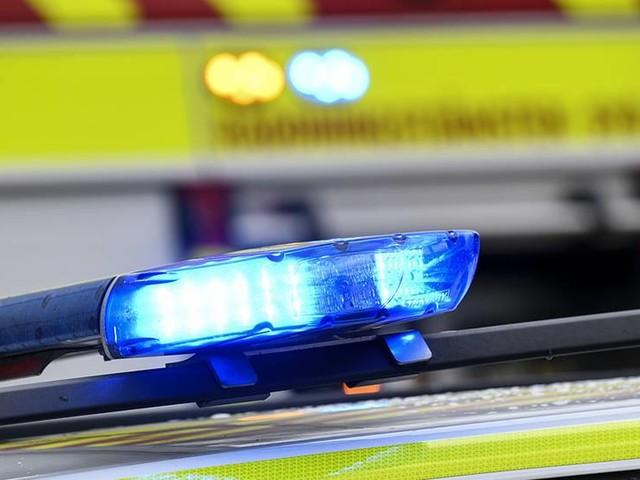 Tio bilar förstörda i misstänkt mordbrand