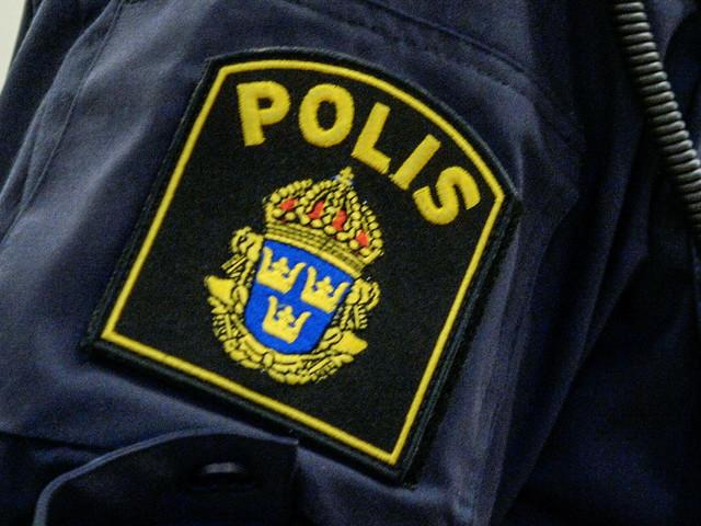 16-åring tvingades in i bil av rånare och kördes runt i två timmar