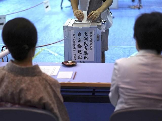 Abe kan sätta premiärminister-rekord i Japan