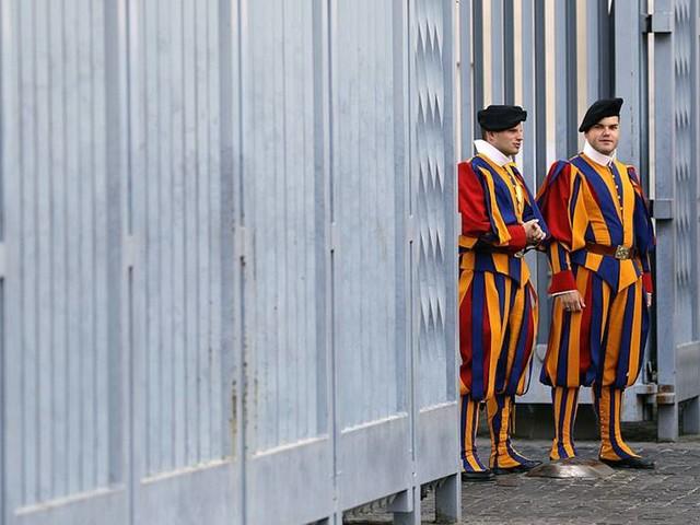 Vatikanen öppnade benhus i jakt på prinsessor