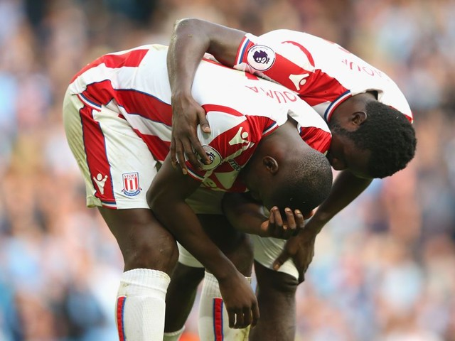 Kurt Zouma distraught and comforted by teammates as Man City smash Stoke City