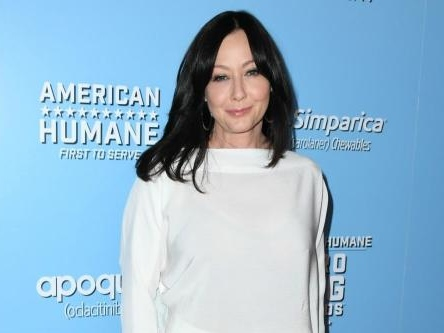 Shannen Doherty is remaining 'strong' amid her cancer battle