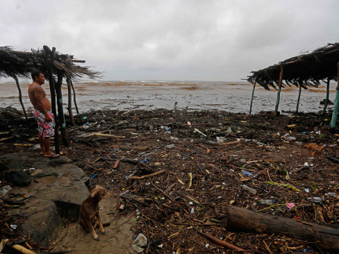 Tropical storm kills 20 in C. America, heads for US